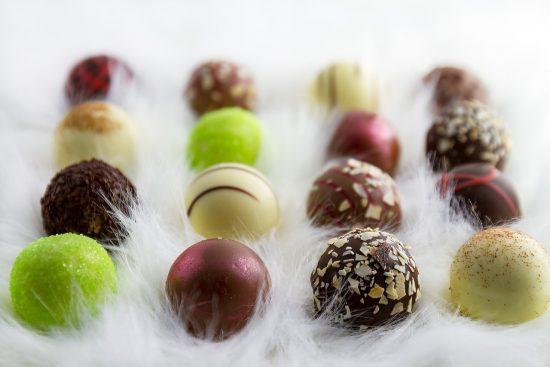 Weihnachtliche Pralinen hergestellt.